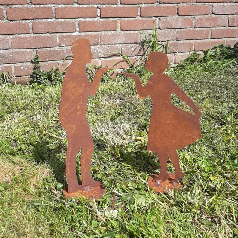 Luchtzoentje vrouw op plaat roestijzer