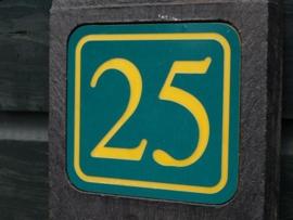 Huisnummerpaal met reflecterend nummers