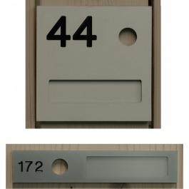 Naamplaathouder nummer en naamplaatje en belgat