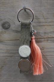 Concrete grey roze sleutelhanger