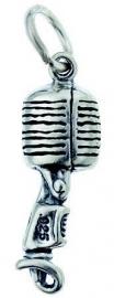 Hanger met zilveren microfoon
