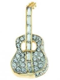 Broche met akoestische gitaar