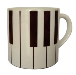 Koffiekopje met pianotoetsen