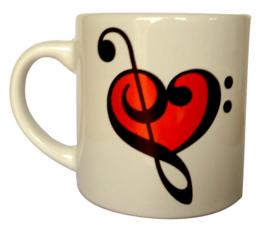 Koffiekopje met hart van vioolsleutel en bassleutel