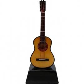 Miniatuur akoestische gitaar op standaard
