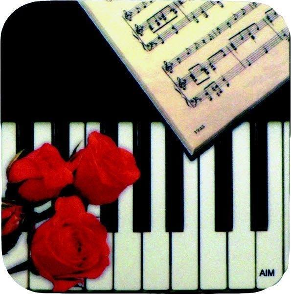 Onderzetter met pianotoetsen en rozen