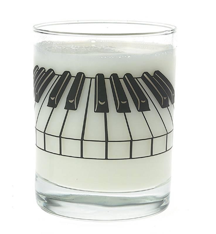 Drinkglas met pianotoetsen