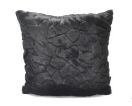 Woonkussen van zwart bont, 60 x 60 cm fur met ingewerkt motief, super zacht kussen, achterkant zwart velvet