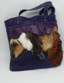 Stoere shopper van paars nubuck leder met damhert, ree, zwaan wildzwijn vos en fazant