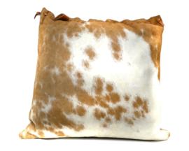 Kussen koeienhuid bruin wit gevlekt creme tinten met bruine achterkant