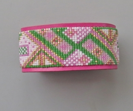 Miyuki bandje op roze imitatieleren armband