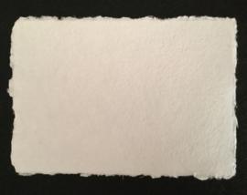 Katoenpapier met scheprand, A5 =  21 x 14,7 cm.
