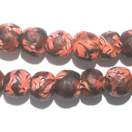 Glaskraal, rond, donkerrood/oranje/wit/zwart, doorsnede 0,9 cm. per set van 3