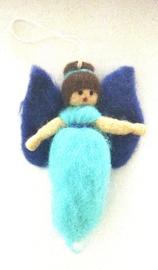Engeltje van wolvilt om op te hangen, turquoise/blauw