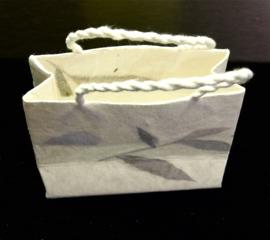 Tasje van handgeschept papier, per stuk, hoogte 7 cm.