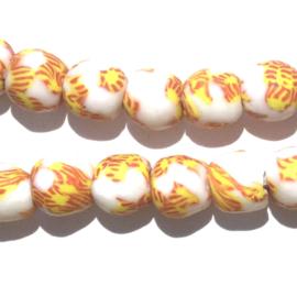 Glaskraal, rond, wit/geel/rood, doorsnede 0,9 cm. per set van 3