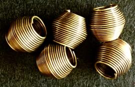 Dichte bronzen kraal, groot, draaiend metaaldraad 2 x1,8 cm. set van 2.