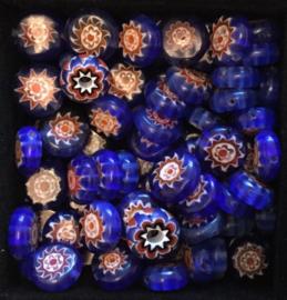 Glaskralen met bloempje. blauw, 1 cm. per 5 stuks