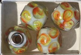 Glaskraal met metalen kern, wit/oranje/geel,  per set van 5 stuks