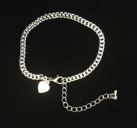 Armband of enkelbandje met hartje. verzilverd.