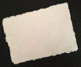 Katoenpapier met scheprand,   A4 = 29 x 21 cm.