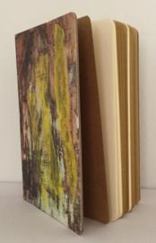 Handgemaakt boek, omslag: collage o.a. geel zijdevloe papier