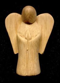 Beschermengeltje van ongelakt hout 7x5 cm.
