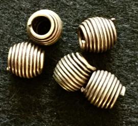 Bronzen kraal, draaiend metaaldraad, 1,2 x 1,1 cm. set van 2.