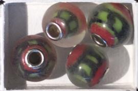 Glaskraal met metalen kern, rood/groen/zwart. per set van 5 stuks