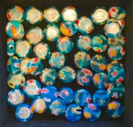 Millefiori glaskraaltjes, plat, rond, blauw. ca. 0,8 cm. per 10 stuks