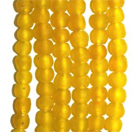 Gele glaskralen, maat 2 =  0,8 x 0,8 cm. per set van 10 stuks