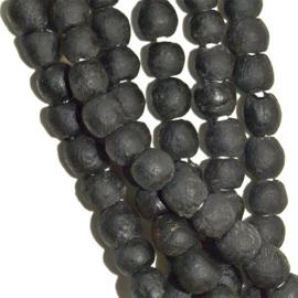 Glaskralen zwart, maat 2 = 0,8x0,8 cm. per set van 10 stuks