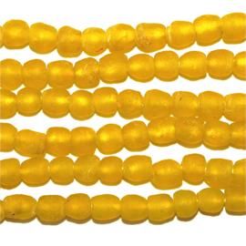 Gele glaskralen, maat 1 = 0,6 x 0,7 cm. per set van 10 stuks