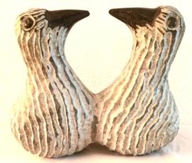 Twee vogels, hoogte 16 cm. serpentijn