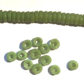 Schijfjes groen, niet doorzichtig, klein, glaskralen