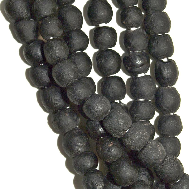 Glaskralen zwart, maat 2 =  0,8 x 0,8 cm. per set van 10 stuks