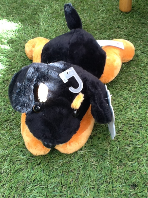 Knuffelhondje zwart met bruin