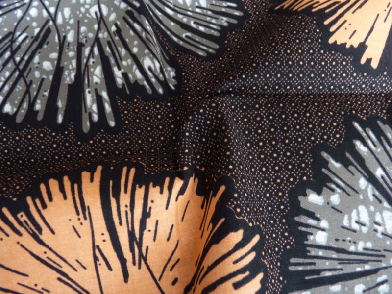 Fluffy dot, Afrikaanse stof