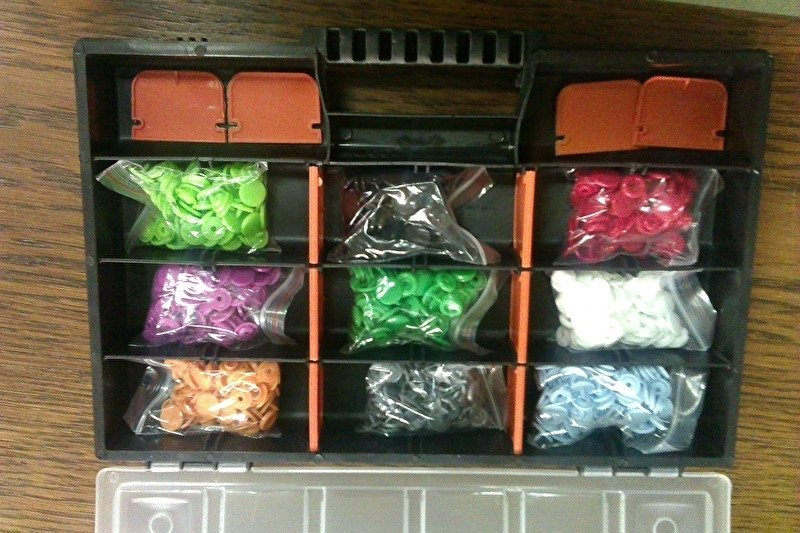 Kindersnaps medium doos 9 kleuren 180 dukknoopjes.  (excl. tang)