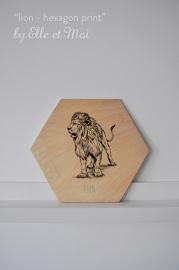 Hexagon Lion - print op hout  |  handgemaakt