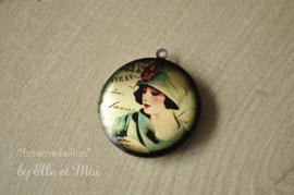 Grote fotomedaillon 'dame met hoed' (32 mm) gepersonaliseerd én met foto in verwerkt