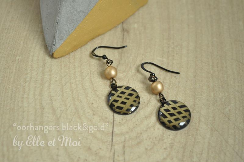handgeschilderde oorhangers 'black&gold'