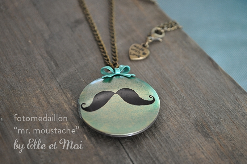 grote fotomedaillon 'moustache' (32 mm)
