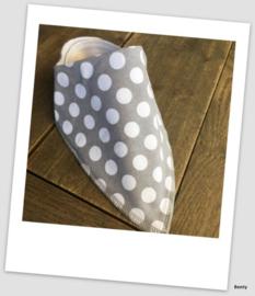 Sjaaltje / Slabber - Grey Dots