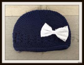 Mutsje Navy Blauw - Kanten strik Wit
