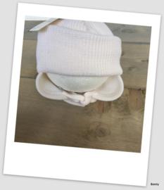 Frilo Swiss Made - Mutsje - Off White Knoopje - Newborn 3-6 maanden