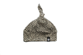 Knoopmutsje  leopard zand