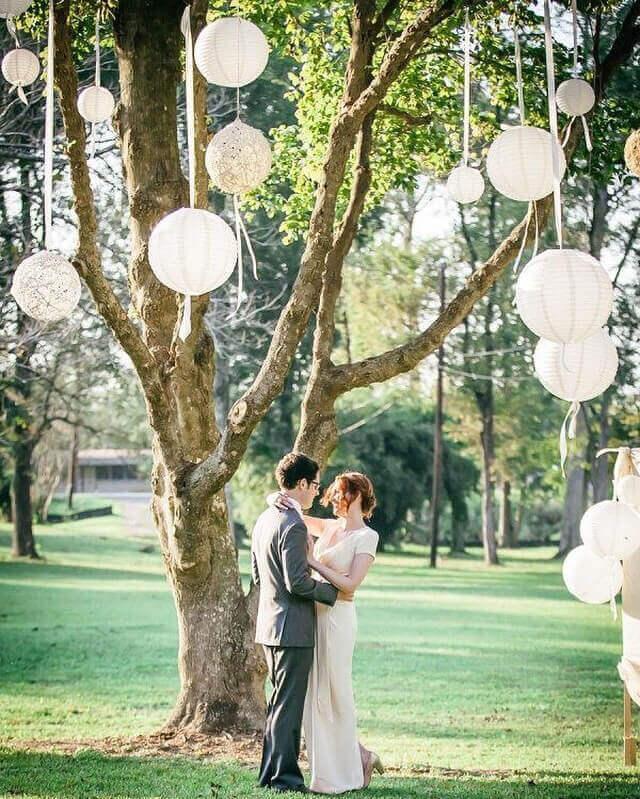 lampionnen buiten bruiloft versiering
