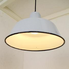 grijze emaille hanglamp