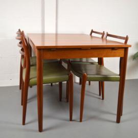 JL Möller tafel en 4 stoelen